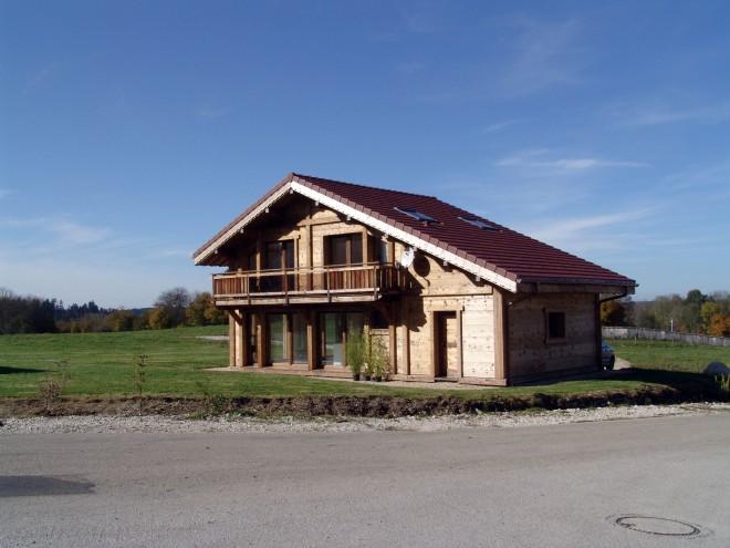 maison bois doubs obtenez des id es de design int ressantes en utilisant du bois. Black Bedroom Furniture Sets. Home Design Ideas